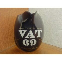 1 PICHET VAT 69 HT. 10.80CM