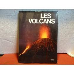 LIVRE LES VOLCANS  127...