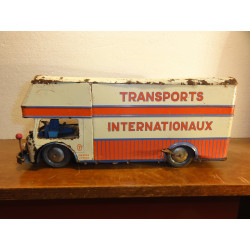 1 CAMION TRANSPORT INTERNATIONNAUX